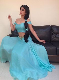 The host of India's So You Think You Can Dance, Mouni Roy, dressed up as Princess Jasmine for a segment on the show and it's just all kind of goals. Mouni Roy FLAWLESSLY Dressed As Jasmine Is More Proof We Need A Desi Disney Princess NOW Disney Jasmine, Aladdin And Jasmine, Costume Aladdin, Pocahontas Costume, Mermaid Costumes, Mouni Roy Dresses, Cosplay Costumes, Halloween Costumes, Deer Costume