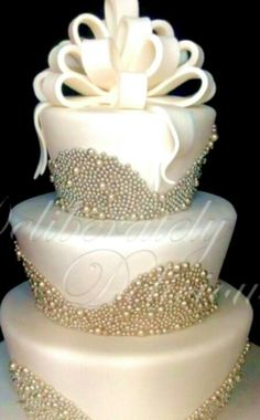 Love the metallic beads (not in this arrangement) and this metallic white color of the cake.
