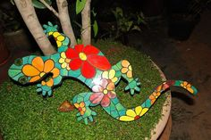Resultado de imagen para lagartijas en mosaiquismo Mosaic Crafts, Mosaic Projects, Stained Glass Projects, Mosaic Art, Mosaic Tiles, Projects To Try, Fun Crafts, Arts And Crafts, Mosaic Animals