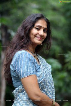 Beautiful Bollywood Actress, Most Beautiful Indian Actress, My Beauty, Beauty Women, Women Wearing Ties, Village Girl, Bollywood Girls, Indian Beauty Saree, Beautiful Saree