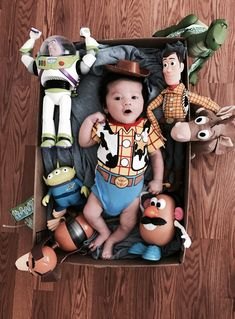 Newborn baby pictures ; Toy story