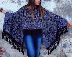 Capa hipie, Jorongo, Poncho Mexicano, Chal, rebozo con tejido tradicional, alma hippy, arte popular, bohemio sexy,  estilo único de PureLoveMex en Etsy https://www.etsy.com/es/listing/255714137/capa-hipie-jorongo-poncho-mexicano-chal