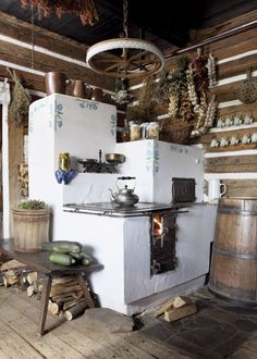 rustic kitchen-love it! A great masonry/cob stove idea Cooking Stove, Cooking Lamb, Cooking Turkey, Rocket Stoves, Natural Building, Earthship, Design Case, Tiny Homes, Sweet Home