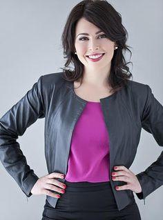 Branding Portrait - Business Headshot - Melbourne http://www.brandingportraits.com.au | Portrait - Photography - Pose Inspiration - Pose Idea
