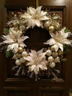 Christmas Wreath Ivory and Gold Christmas Wreath in 24 inch diameter Christmas Ornament Wreath, Christmas Mesh Wreaths, Christmas Swags, Christmas Diy, Classy Christmas, Advent, Silver Christmas Decorations, Holiday Decor, Christmas Arrangements