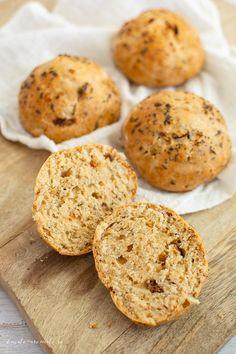 Cea mai rapidă rețetă de chifle Romanian Food, Muffin, Bread, Cookies, Baking, Breakfast, Desserts, Crack Crackers, Morning Coffee