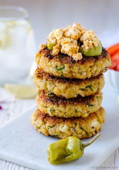 In these chickpea burgers, bold Mediterranean flavors join forces with chickpeas and feta cheese to make juicy, meaty yet meatless veggie burgers! Seasoned with cumin, and oregano, flavored with ga... Chickpea Patties, Chickpea Burger, Chickpea Cakes, Spinach Burgers, Veggie Burgers, Turkey Burgers, Vegan Lunch Recipes, Healthy Recipes, Healthy Eats