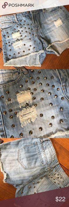 FOREVER21 Distressed Studded Denim Jean Shorts 27 DENIM HEADQUARTERS!!  Shop Now! Forever 21 Shorts Jean Shorts