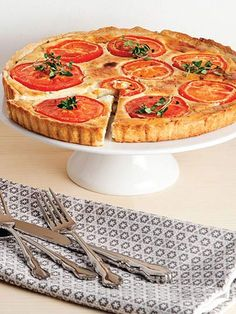 Domatesli tart Tarifi - Hamur İşleri Yemekleri - Yemek Tarifleri Quiche, Bread Baking, Pie Recipes, Food Art, Family Meals, Food And Drink, Yummy Food, Cooking, Breakfast