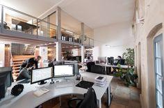 buero 30 700x461 The Bright, Open, Multi Level Offices of 4c Media