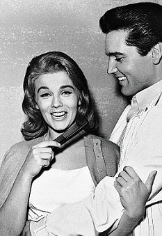 """45 Fun and Romantic Photos of Elvis Presley and Ann-Margret in """"Viva Las Vegas' ~ vintage everyday Elvis Und Priscilla, Priscilla Presley, Lisa Marie Presley, Elvis Presley Family, Elvis Presley Photos, Natalie Wood, Claudia Cardinale, Classic Hollywood, In Hollywood"""
