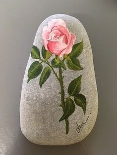 Pretty Pink Rose Painting on Stone Pebble Painting, Pebble Art, Stone Painting, Stone Crafts, Rock Crafts, Rock Flowers, Painted Rocks Craft, Rock Painting Designs, Aboriginal Art