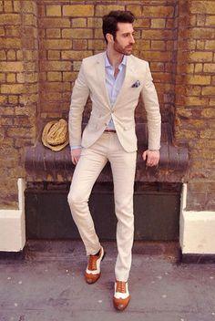 ベージュと淡いブルーで軽やかさを身に纏って。30代アラサーメンズおすすめのスーツコーデ