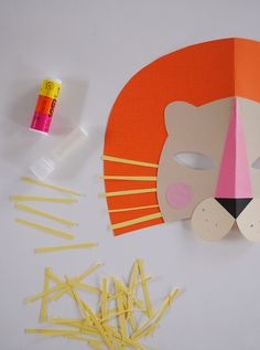 how to make a DIY paper lion mask