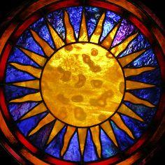 Витраж в технике Тиффани  `Солнце`.. Солнце - Древнейший космический символ.    Китайцы верят, что символы солнца способны привлекать в дом благотворную энергию ци подобно магниту, отчего бы не попробовать?     Символ 'Месяц': www.livemaster.