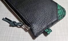 https://dewaelesara.wordpress.com/collectie/wallet-blackmint/