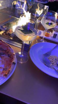 Instagram Captions Happy, Dessert Restaurants, Sleepover Food, Aesthetic Food, Alcohol Aesthetic, Snap Food, Think Food, Food Snapchat, Date Dinner