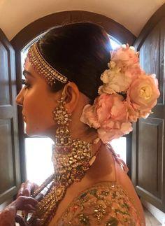 Anushka Sharma and Virat Kohli Wedding Wear - Bollywood Wedding, anushka sharma real wedding look Bridal Hairstyle Indian Wedding, Bridal Hair Buns, Wedding Bun, Bridal Hairdo, Indian Bridal Outfits, Indian Bridal Hairstyles, Bridal Photoshoot, Wedding Looks, Bride Hairstyles