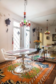 Sala de estar colorida. / Colorful living room
