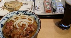 Недавним моим открытием стало корейское кафе под японским названием. Там у них всякая лапша, блюда с рисом, немного десертов и чай бесплатно. Чек на одно лицо с пивом - 300-700 рублей в зависимости от широты лица. Пиво настоящее корейское. Темный стаут очень даже ничего.