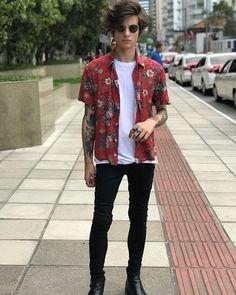 Mens fashion casual fashion mens spring fashion mens fall fashion black jeans tropical button up Street Style Inspiration, Mode Inspiration, Casual Outfits, Men Casual, Fashion Outfits, Summer Outfits, Boy Fashion, Casual Ootd, Fashion Trends