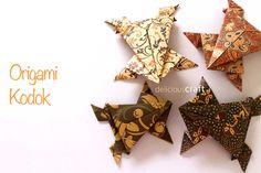 Visit:http://deliciouscraft.com/2014/10/origami-kodok-tutorial/