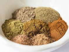 Garam Masala is a wonderful aromatic Indian spice, but it can be expensive or hard to find. This quick & easy version can help you out in a pinch. Homemade Spices, Homemade Seasonings, Spice Blends, Spice Mixes, Masala Spice, Indian Cookbook, Fried Fish Recipes, Get Thin, Masala Recipe