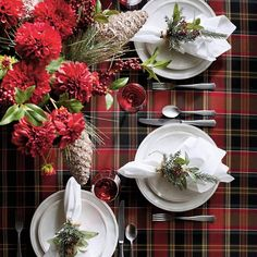 If there is one holiday to set a beautiful table for it's Christmas! If you're hosting Christmas Eve, brunch or Christmas dinner here are some of the most beautiful Christmas table settings and guide to help you set a stunning table! #Christmas #TableSetting #ChristmasTable #ChristmasTableEscape #Holiday Tartan Christmas, Purple Christmas, Modern Christmas, Beautiful Christmas, Christmas Eve, Christmas Decor, Xmas, Nordic Christmas, Coastal Christmas