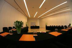 El Hotel Silken Puerta América dispone en la planta baja de un espacio de 950 m² divididos en 5 salones panelables para la celebración de todo tipo de eventos. Minimalismo, amplitud y pureza de líneas caracterizan los espacios diseñados por John Pawson. http://www.hoteles-silken.com/hoteles/puerta-america-madrid/eventos/
