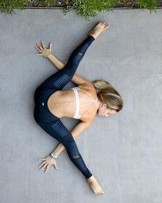 The Alo Yoga Moto Legging #yoga #yogainspiration. I need these leggings!