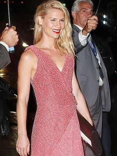 Star Tracks: Friday, October 2, 2015 | PRETTY IN PINK  | A little rain can't stop Claire Danes from having a major fashion moment as she arrives at The Late Show with Stephen Colbert in N.Y.C. on Thursday to promote the new season of Homeland.