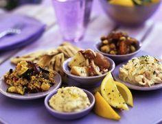 Vanavond eten we mezze: kleine Arabische hapjes. Heel lekker, heel gezond, veel nieuwe smaken en niemand die kan zeggen: lust ik niet. Want daarvoor hebben we veel te veel keuze!