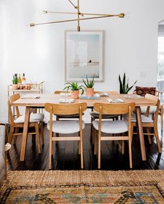 Modern Scandinavian Dining Room with a eclectic and boho vibe! This dining room features an oak dining table, brass lighting, and a vintage rug for a casual comfortable entertaining space. Scandinavian Dining Sets, Scandinavian Interior Design, Home Interior, Scandinavian Bedroom, Scandinavian Design, Oak Dining Sets, Oak Dining Table, Small Dining, Dining Chairs
