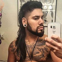 Whether you want a short mullet or a long rattail, we have all the mullet haircut pictures you need to see. From to mullets, find it all here! 80s Hairstyles Male, Haircuts For Men, Pretty Hairstyles, Black Hairstyles, Mullet Haircut, Mullet Hairstyle, Assymetrical Haircut, Mens Mullet, Modern Mullet