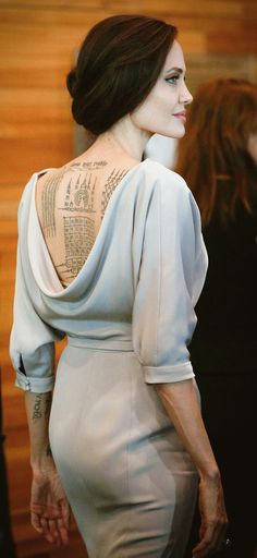 Angelina Jolie back tattoo, Angelina Jolie Style, Angelina Jolie Tattoos, Most Beautiful Women, Beautiful People, Jolie Pitt, Lookbook, Hollywood Actresses, Girl Crushes, My Idol