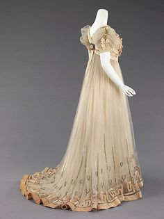 Evening dress House of Paquin (French, Designer: Mme. Jeanne Paquin (French, Date: Culture: French Medium: silk, silver, rhinestones Dimensions: Length at CB: 72 in. 1900s Fashion, Edwardian Fashion, Vintage Fashion, Edwardian Era, Classy Fashion, Retro Fashion, Antique Clothing, Historical Clothing, Historical Dress