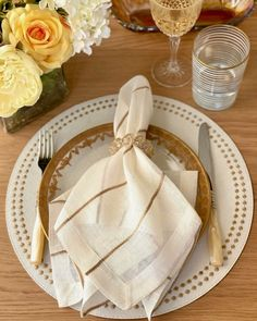 If you ask us, this fashionable place setting by Bodrum Linens takes the gold. 📸 : Bodrum Linens #repost #southernladymag #tabletopinspo #tabescapes #tabletops #placesetting #gold #whiteandgold #goldaccents #tabletopdecor #tablestyling Place Settings, Gold Accents, Tablescapes, Linens, Tableware, Bedding, Dinnerware, Table Scapes, Bed Linens