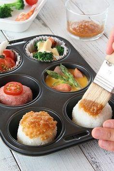 ごはんもおかずも一度に!マフィン型1つで朝ラクお弁当作り♪ Japanese Kitchen, Japanese Food, Sushi Cake, Cute Bento, Sushi Recipes, Cafe Food, Bento Box Lunch, Kawaii, Kids Meals