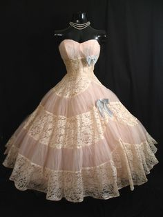 STRAPLESS Emma Domb Pink Ivory Tulle Embroidered Lace Party Dress--Looks like the Plantation Belle dress I had for Barbie! Vintage Prom, Vintage Dresses, Vintage Outfits, Vintage Lace, Vintage Clothing, Vintage Champagne, Vintage Holiday, Vintage Style, Lace Party Dresses