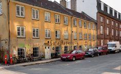 Christianshavns sidegader. Når vejret er til det, så er det bare om at komme ud af døren med kameraet. Det var egentlig ideen, at jeg ville have været en tur rundt på Bryggen, men jeg skævede imod Christianshavn og sukkerhuset, og valgte at køre den vej istedet. #Christianshavn #Sidegader