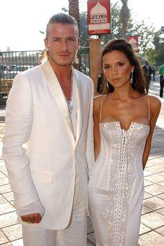 David et Victoria Beckham en couple depuis 1997 Style Victoria Beckham, David Et Victoria Beckham, Victoria And David, Victoria Beckham Outfits, David Beckham, Posh Beckham, Posh And Becks, 20 Wedding Anniversary, Elegant Couple