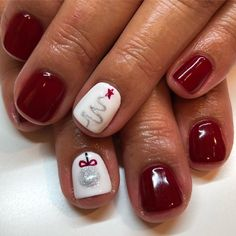 Oh Christmas 🎄, oh Christmas 🎄 sdshellacqueen sandiegonailartist cndshellac nails nailsdesign nailart gelnails nailchristmas toenails - cakerecipespins. Christmas Gel Nails, Christmas Nail Art Designs, Diy Holiday Nails, Nail Art For Christmas, Christmas Toes, Christmas Holiday, Fancy Nails, Trendy Nails, Creative Nails
