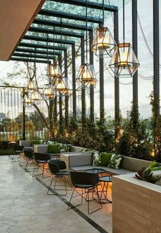 Outdoor Restaurant Patio, Deco Restaurant, Outdoor Cafe, Restaurant Lounge, Outdoor Seating, Restaurant Ideas, Restaurant Lighting, Veranda Restaurant, Hotel Lounge