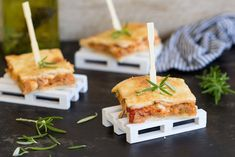 ¿Aperitivos con formas originales o tradicionales? Con estas deliciosas opciones te costará elegir - Triunfa con Buitoni - Directo al Paladar Tapas Recipes, Appetizer Recipes, Appetizers, Menu Planners, Canapes, Catering, Food To Make, Main Dishes, Sandwiches
