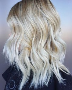 """""""Balayaged her for a bright blond look! Added some baby lights as well to create even more dimension up top.#blondes #balayage #babylights #sombre…"""""""