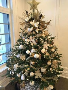 100 Gorgeous Christmas Trees Decorations That Are the Best of it's Kind - Ethini. 100 Gorgeous Christmas Trees Decorations That Are the Best of it's Kind - Ethinify. Elegant Christmas Trees, Silver Christmas Tree, Ribbon On Christmas Tree, Christmas Tree Design, Christmas Tree Themes, Outdoor Christmas Decorations, Rustic Christmas, Christmas Tree Ornaments, Christmas Christmas