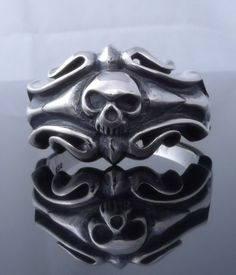 acdeesee99 Store        TRIBAL SKULL 925 STERLING SILVER MOTORCYCLE RIDER BIKER RINGUS size: 7 to 15 Weight: approx. 7.8 gramsfront face height: 0.55