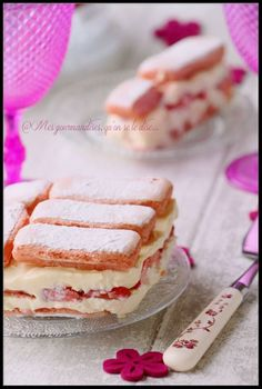 Express strawberry too fastoche, without cooking (and possible with other seasonal fruits) No Bake Desserts, Dessert Recipes, Pumpkin Cheesecake Recipes, Strawberry Desserts, Strawberry Tiramisu, Easy Cooking, Love Food, Easy Meals, Food And Drink