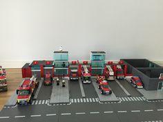 Lego City Fire Truck, Fire Trucks, Lego City Fire Station, Minecraft Shops, Lego Fire, All Lego, Lego Construction, Lego Storage, Lego Building