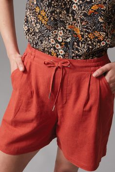 $49.99 - Crafted in a natural blend of linen and viscose this lightweight short is cut in a relaxed fit. Featuring an elasticated waistband and four functional pockets the short is elegantly finished with silver metal trims.